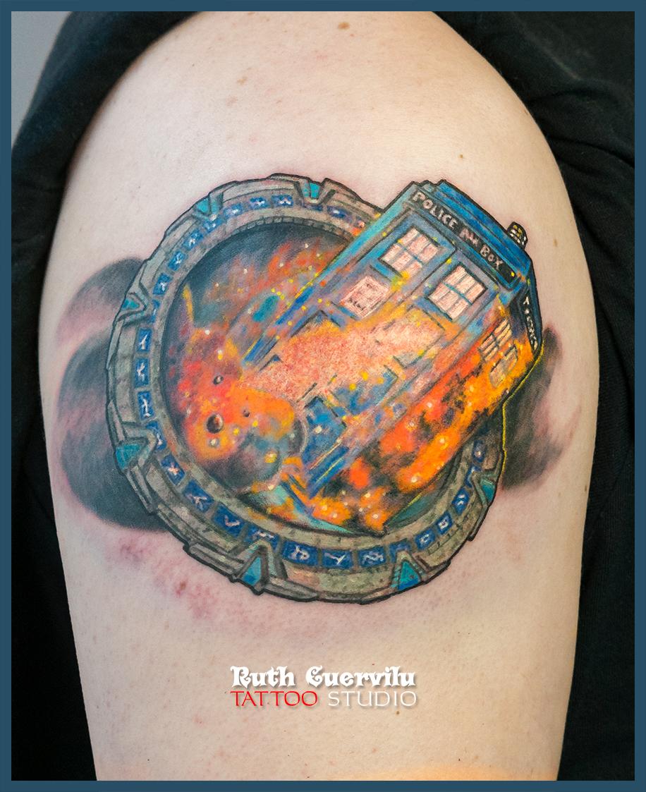 tatuaje stragate y tardis- ruth cuervilu tattoo - km13 studio - estudio de tatuajes en astrabudua erandio leioa bilbao bizkaia