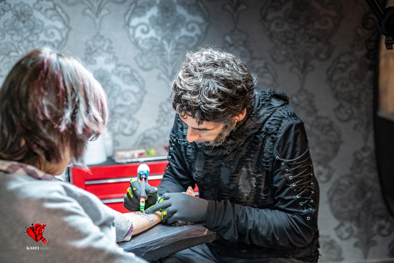 KM13 Studio - Txabi es tatuador novel, estudio tatuajes erandio, tattoo bilbao, inocentada, dia inocentes