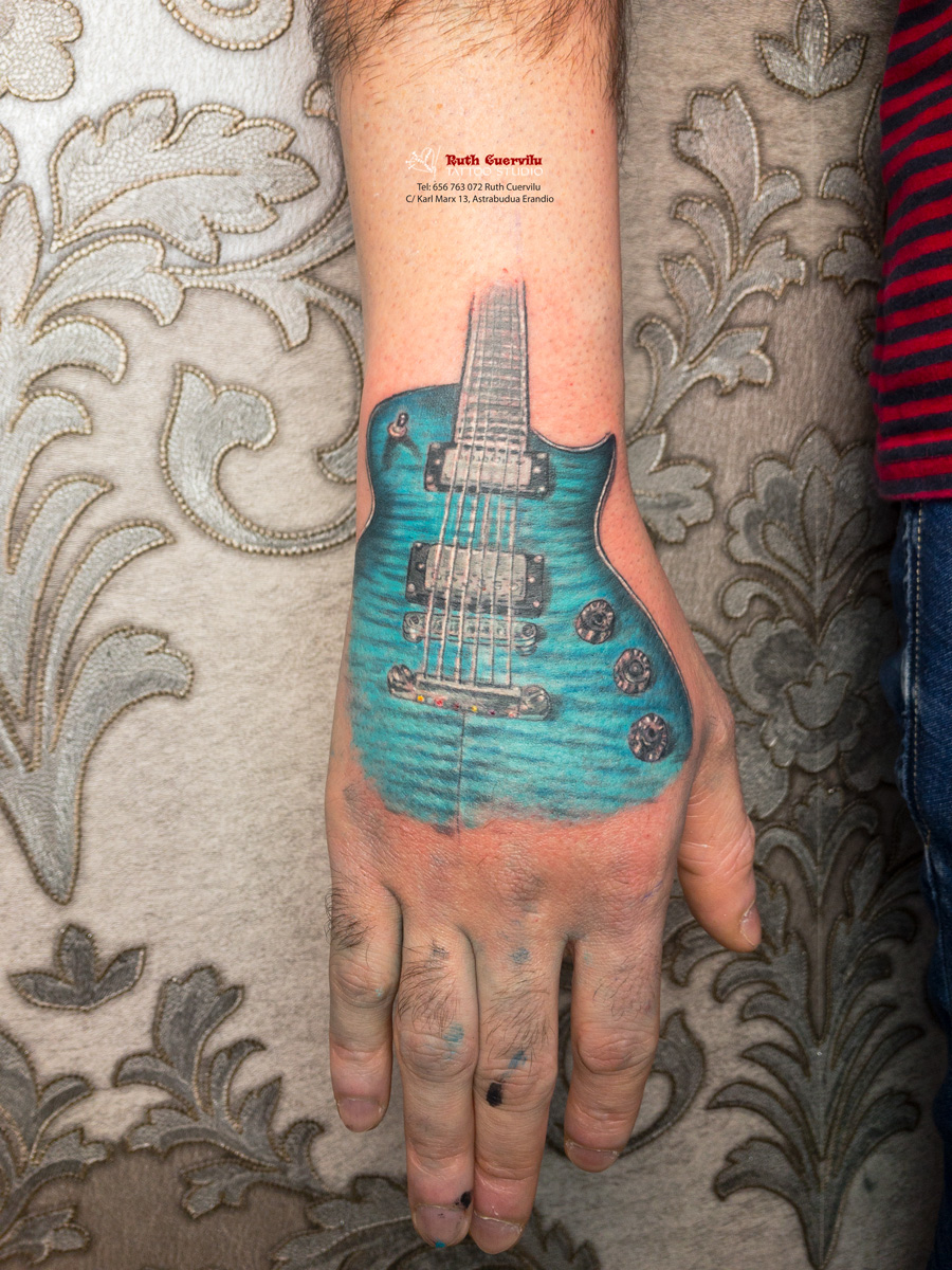 Ruth Cuervilu Tattoo - KM13 Studio - Guitarra mano