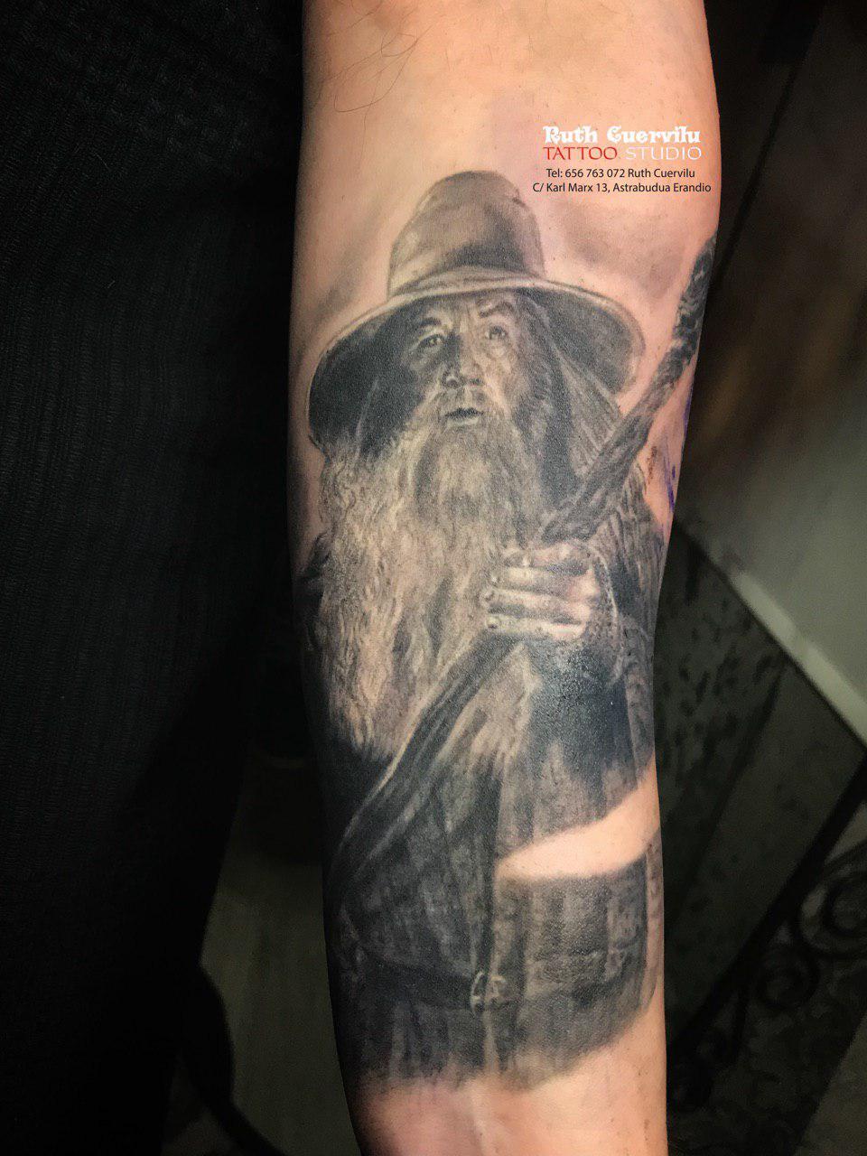 Gandalf Grey - curado Ruth Cuervilu Tattoo - KM13 Studio - Estudio de tatuajes en Erandio, Bizkaia