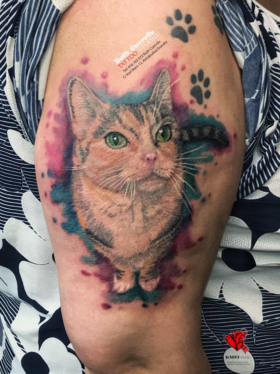 Tatuaje Gato - diseño propio - Ruth Cuervilu Tattoo - KM13 Studio