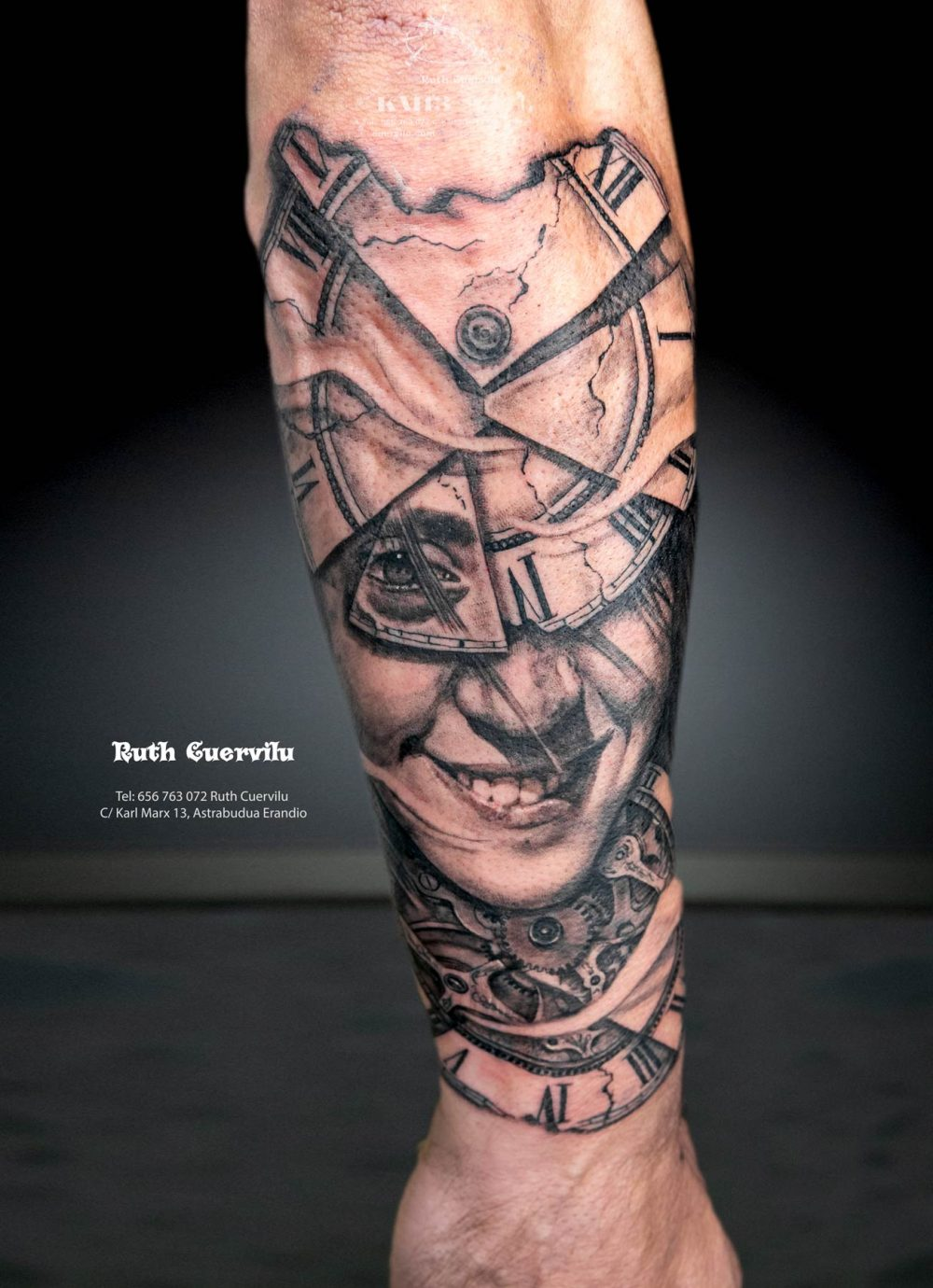 Tatuaje Retrato mujer con Relojes sin hora - Ruth Cuervilu Tattoo - KM13 Studio - Estudio de tatuajes en Astrabudua Erandio Getxo, Bilbao Bizkaia
