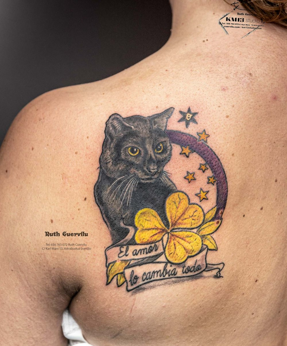 Tatuaje Retrato Gato Negro - El amor lo cambia todo - Ruth Cuervilu Tattoo - KM13 Studio - Estudio de tatuajes en Astrabudua-Erandio Bizkaia Bilbao Getxo Leioa Barakaldo