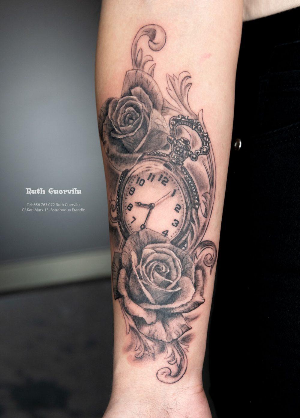 Tatuaje Rosas y Reloj - Ruth Cuervilu Tattoo - KM13 Studio - Estudio de Tatuajes en Astrabudua, Erandio. Bizkaia Bilbao