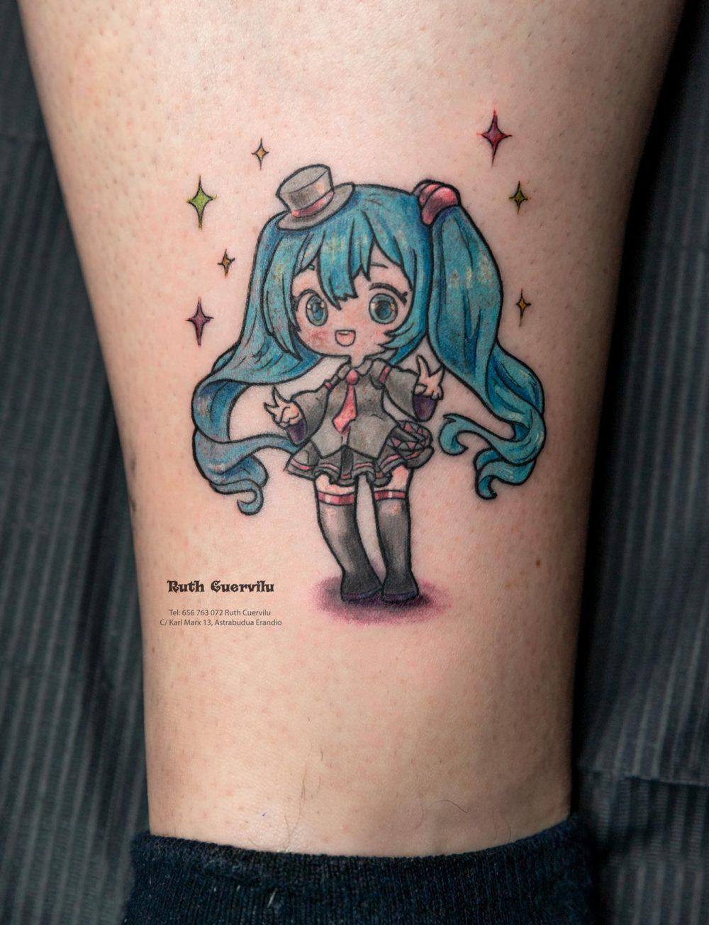 Tatuaje Hatsune Miku Anime - Ruth Cuervilu Tattoo - KM13 Studio - Estudio de tatuajes Astrabudua Erandio Bizkaia Bilbao Barakaldo Getxo Leioa Gasteiz