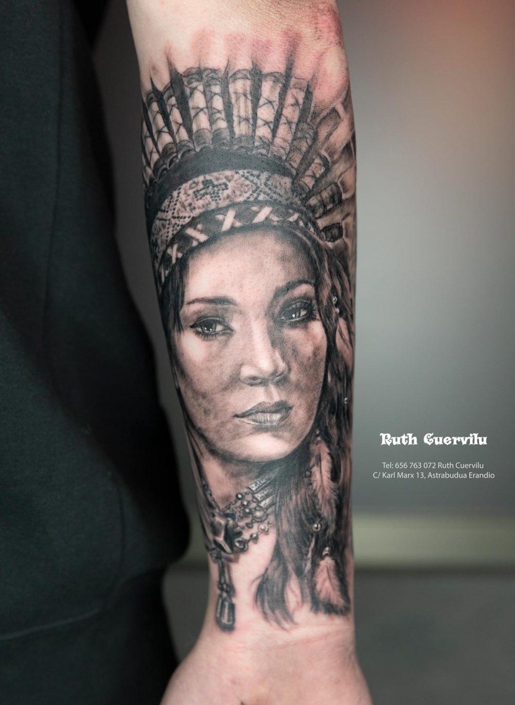 Tatuaje Realismo Retrato India - Ruth Cuervilu Tattoo - KM13 Studio - Estudio de tatuajes Astrabudua Erandio Bizkaia Bilbao Barakaldo Getxo Leioa Gasteiz Donostia