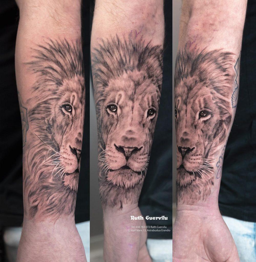 Tatuaje Realismo Leon - Ruth Cuervilu Tattoo - KM13 Studio - Estudio de tatuajes Astrabudua Erandio Bizkaia Bilbao Barakaldo Getxo Leioa Gasteiz Cantabria
