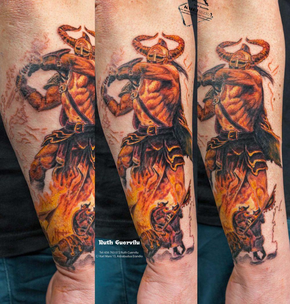 Tatuaje Realismo Guerrero Amon Amarth- Ruth Cuervilu Tattoo - KM13 Studio - Estudio de tatuajes Astrabudua Erandio Bizkaia Bilbao Barakaldo Getxo Leioa Gasteiz Cantabria
