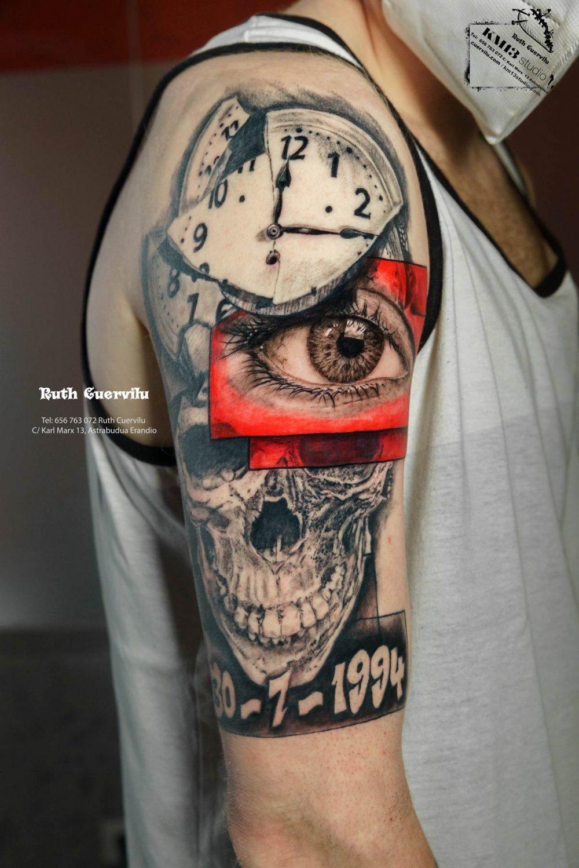 Tatuaje Manga Realismo Ojo, Calavera reloj roto - Ruth Cuervilu Tattoo - KM13 Studio - Estudio de tatuajes en Astrabudua Erandio Getxo, Leioa Bilbao Bizkaia Basauri barakaldo portugalete artaza