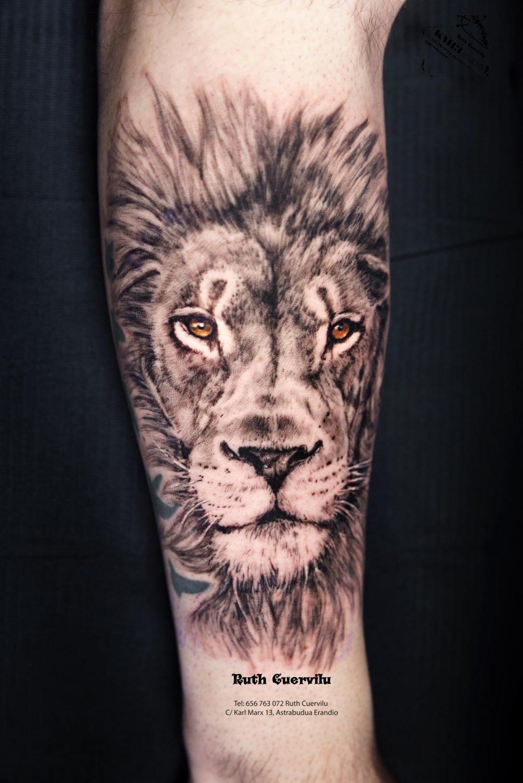 Tatuaje Retrato Leon Realismo - Ruth Cuervilu Tattoo - KM13 Studio - Estudio de tatuajes en Astrabudua Erandio Getxo, Leioa Bilbao Bizkaia Basauri barakaldo Loiu Lezama