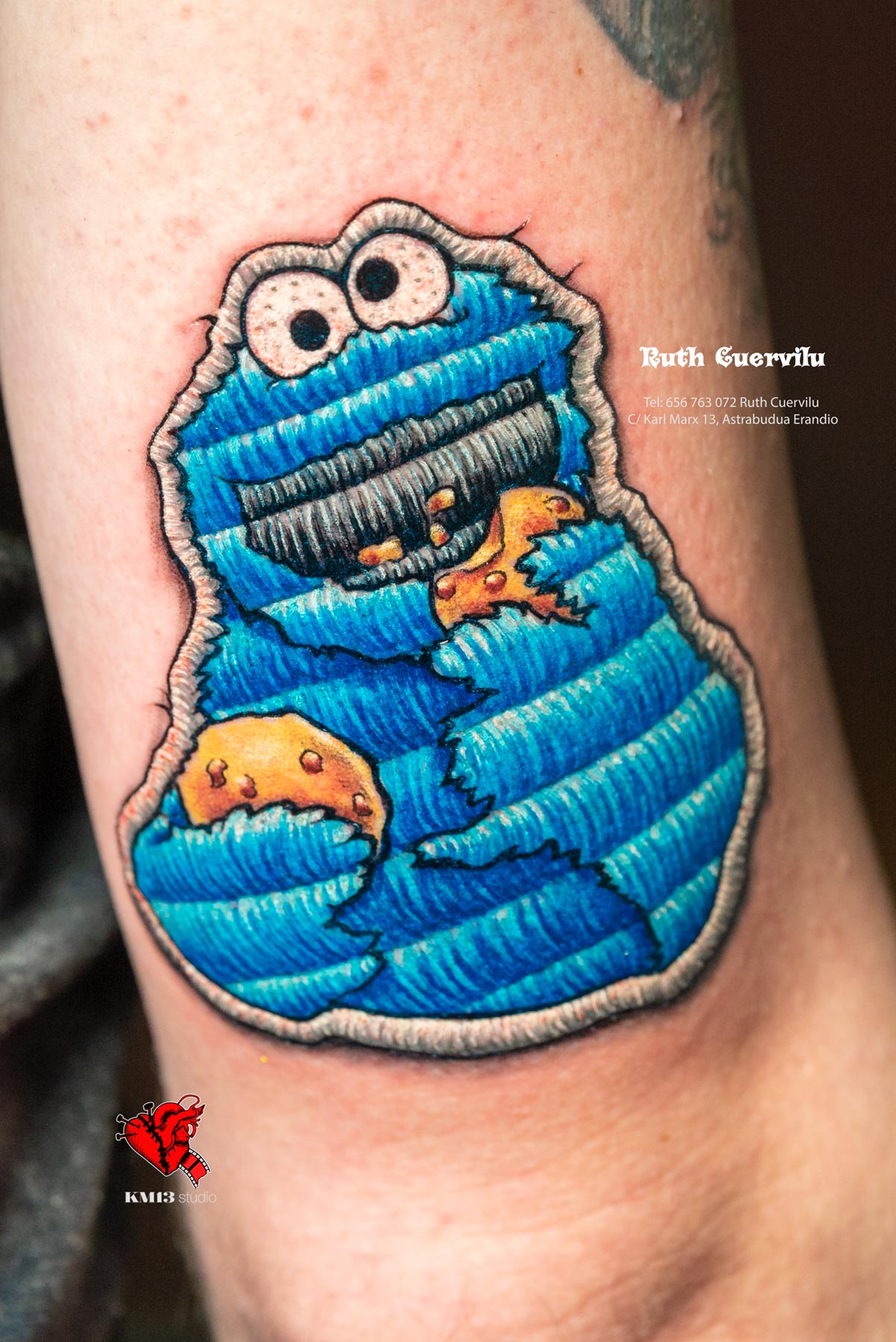 Tatuaje Triki Monstruo de las galletas parche cosido - Ruth Cuervilu Tattoo - KM13 Studio - Estudio de tatuajes en Astrabudua Erandio Getxo, Leioa Bilbao Bizkaia Basauri barakaldo portugalete